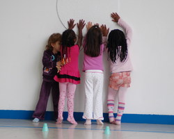 L'association du Scorpion Blanc - Le Bourget - Cours de danse - Éveil corporel 1 et 2 - cours destinés aux 4 / 6 ans - Eveil 1